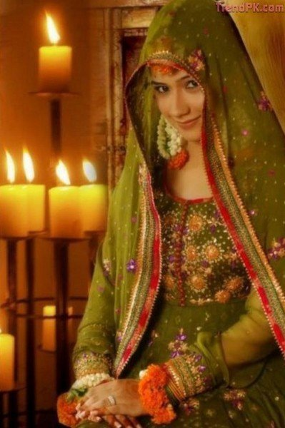 Mehndi Brides With Hsy Mehndi Dresses Fashion Trends Of