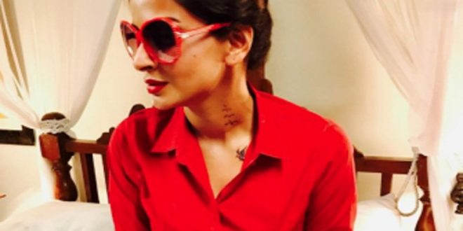Saba Qamar has got 2 tattoos on her neck